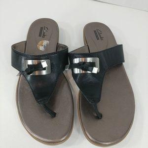 Clarks black leather flip flop sandals size 8